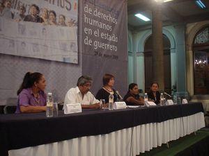 Abel Barrera (2.v.l.) vom Menschenrechtszentrum Tlachinollan